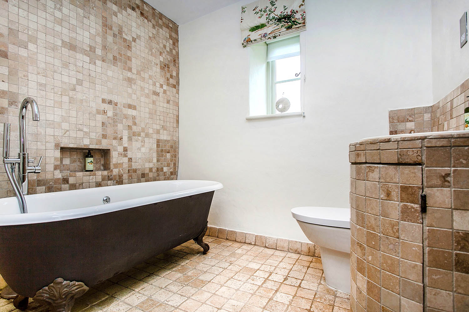 image of the main bathroom at The Garden House, Lilycombe Farm